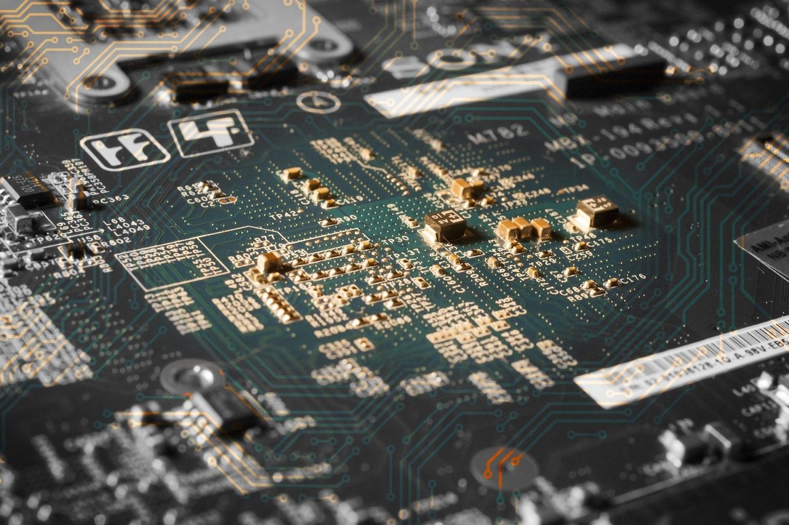 ¿Qué es la placa base de un ordenador y cuáles son sus componentes?