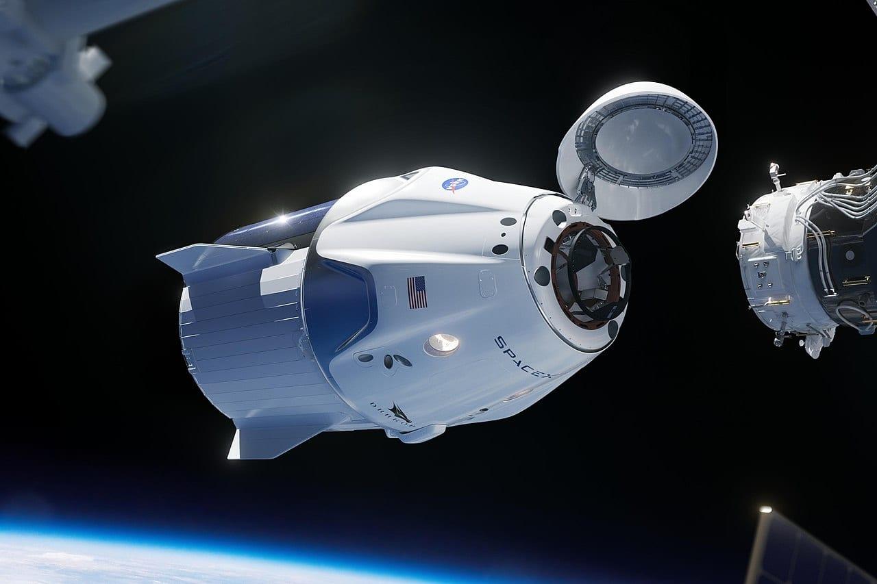SpaceX Crew Dragon se acopla con éxito a la Estación Espacial Internacional